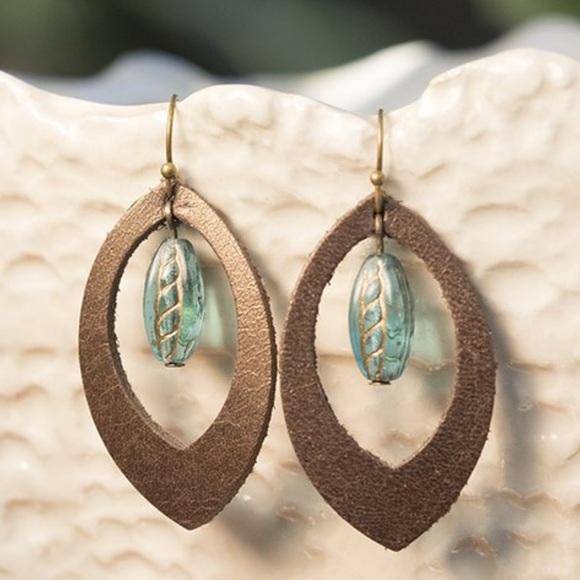 Jewelry - 🌸Gorgeous Blue Czech Glass Leather Drop Earrings